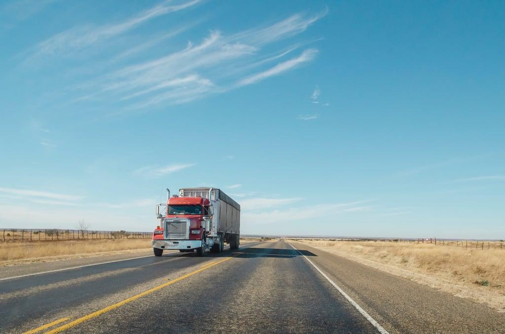 Truck-Desert-matthew-t-rader-1shWwOrkxEM-unsplash